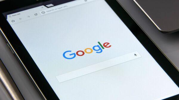 Планшет с открытой страницей Google - Sputnik Արմենիա