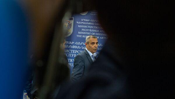 Министр иностранных дел Карабаха Масис Маилян во время брифинга в Едином информационном центре (28 сентября 2020). Степанакерт - Sputnik Արմենիա
