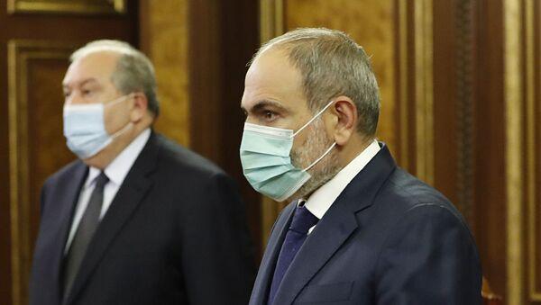Премьер-министр Никол Пашинян и президент Армен Саркисян на Совете безопасности (28 сентября 2020). Еревaн - Sputnik Армения