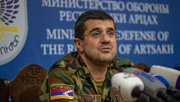 Президент Карабаха Араик Арутюнян во время брифинга в Едином информационном центре (28 сентября 2020). Степанакерт - Sputnik Армения