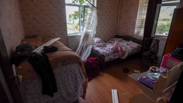Поврежденный от обстрелов дом в Гадруте - Sputnik Արմենիա