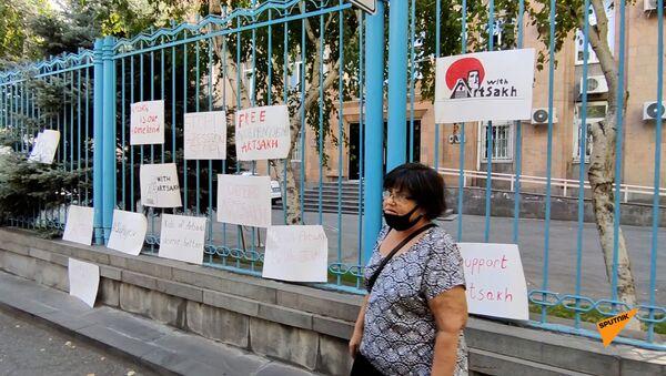 Акция протеста союза молодежи АРФ Дашнакцутюн возле офиса ООН в Ереване - Sputnik Армения