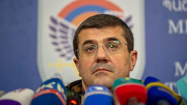 Президент Карабаха Араик Арутюнян во время брифинга в Едином информационном центре (30 сентября 2020). Степанакерт - Sputnik Армения
