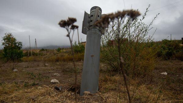 Невзорвавшийся снаряд Смерч-а в общине Иванян (1 октября 2020). Карабах - Sputnik Արմենիա