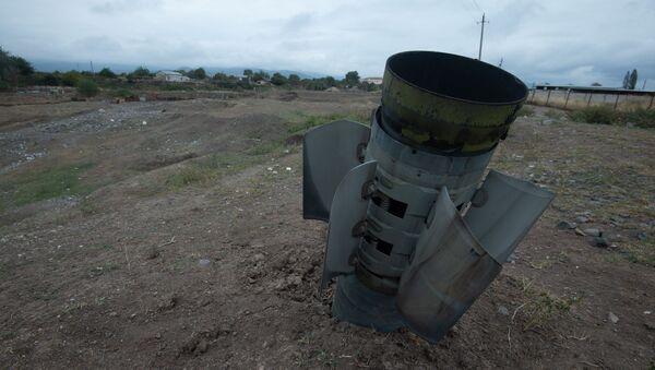 Невзорвавшийся снаряд Смерч-а в общине Иванян (1 октября 2020). Карабах - Sputnik Армения
