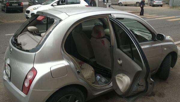 Машина журналистов, которые попали под обстрел в Мартуни в Карабахе - Sputnik Армения