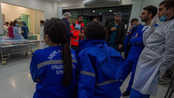 В Степанакерте завершилась операция раненного в Нагорном Карабахе журналиста французской газеты Le Monde (1 октября 2020). Карабах - Sputnik Արմենիա