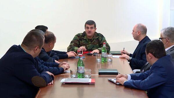 Президент Карабаха Араик Арутюнян во время совещания (2 октября 2020). Карабах - Sputnik Արմենիա