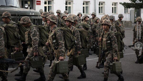 В условиях военного положения воинские части Вооруженных Сил РА приведены в полную боевую готовность - Sputnik Армения