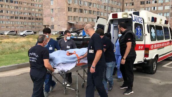 Ադրբեջանի հրետակոծությունից վիրավորված ֆրանսիացի լրագրողներին ճանապարհեցին հայրենիք - Sputnik Արմենիա