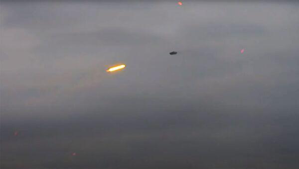 ВС Армении подбивают азербайджанский беспилотный летательный аппарат. Кадр из видео - Sputnik Армения