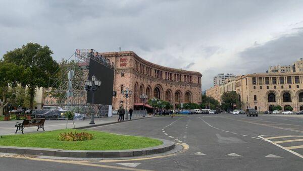 Экран на площади Республики (5 октября 2020). Еревaн - Sputnik Արմենիա