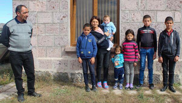 Многодетная семья Мкртчян в селе Азатан (6 октября 2020). Ширакская область - Sputnik Արմենիա