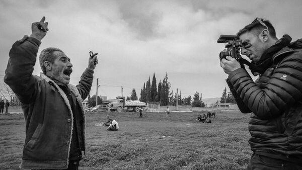 Бразильский военный документалист Габриель Шаим за работой - Sputnik Արմենիա