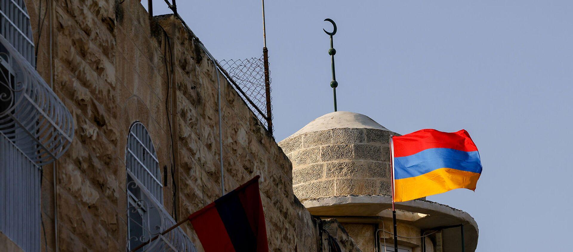 Флаги Армении в старом городе армянского квартала Иерусалима года в знак поддержки продолжающегося конфликта в Нагорно-Карабахском регионе (7 октября 2020). Иерусалим - Sputnik Արմենիա, 1920, 13.05.2021