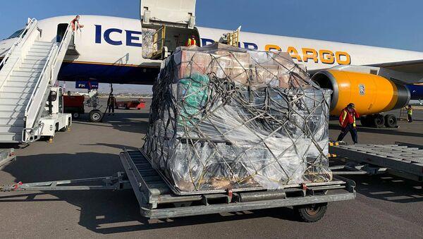 Самолет с 20 тоннами гуманитарного груза из Лос Анжелеса в аэропорту Звартноц (11 октября 2020). Еревaн - Sputnik Արմենիա