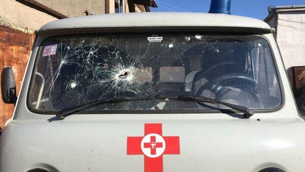 Обстрелянная машина «скорой помощи», везущая раненых (11 октября 2020). Карабах - Sputnik Արմենիա