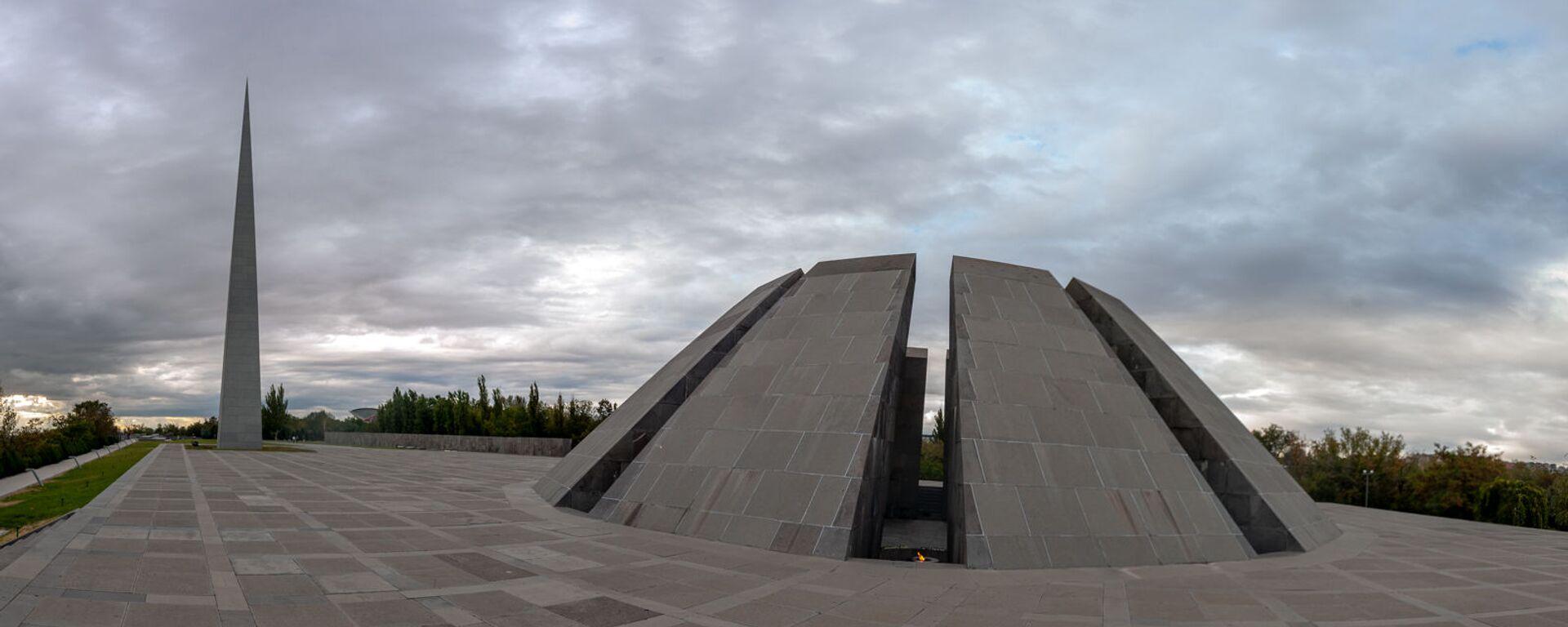 Мемориальный комплекс Цицернакаберд, посвящённый жертвам Геноцида армян (06 октября 2020). Еревaн - Sputnik Армения, 1920, 23.04.2021