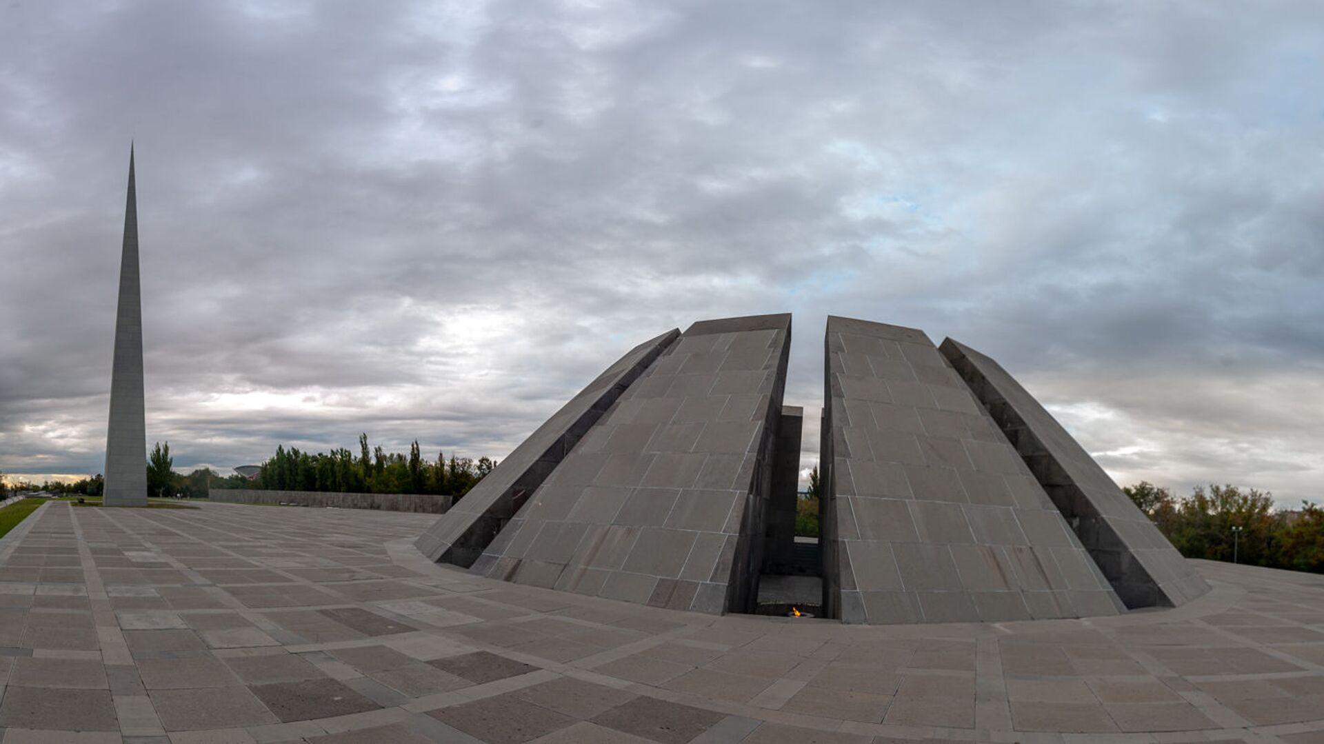 Мемориальный комплекс Цицернакаберд, посвящённый жертвам Геноцида армян (06 октября 2020). Еревaн - Sputnik Արմենիա, 1920, 05.08.2021