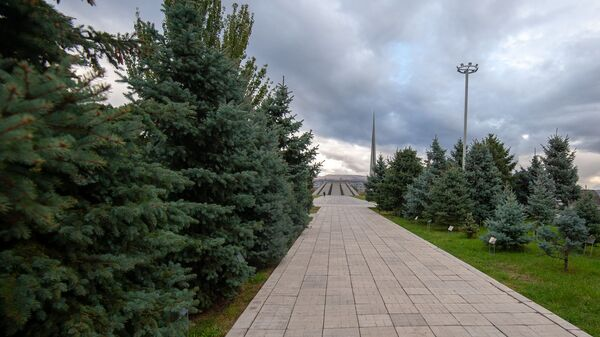 Мемориальный комплекс Цицернакаберд, посвящённый жертвам Геноцида армян (06 октября 2020). Еревaн - Sputnik Արմենիա