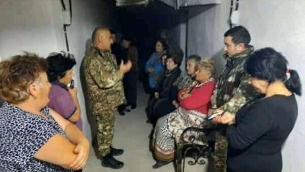 Глава администрации Аскеранского района Сасун Барсегян в очередной раз встретился с жителями Аскеран в убежищах - Sputnik Արմենիա