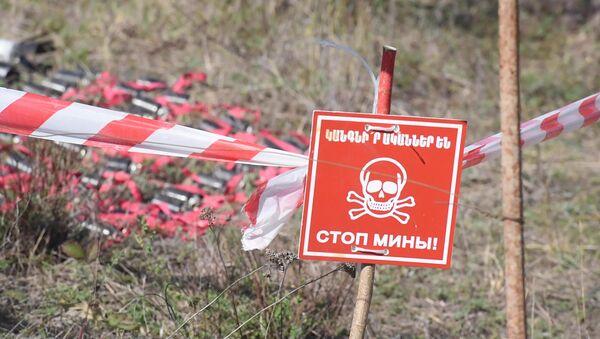 Как в Арцахе уничтожаются неразорвавшиеся кассетные боеприпасы и снаряды от «Града» - Sputnik Արմենիա