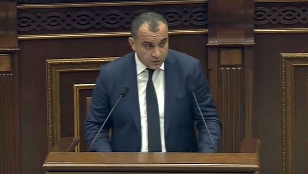 Арман Диланян на очередном заседании Национального Собрания Армении (11 сентября 2018). Еревaн - Sputnik Արմենիա