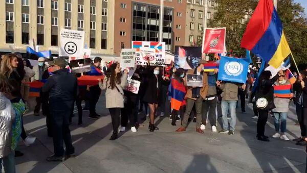Армянская община Эстонии организовала марш мира (12 октября 2020). Таллинн - Sputnik Армения