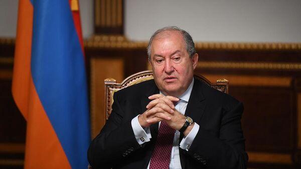Президент Армен Саркисян во время интервью каналу RT (13 октября 2020). Еревaн - Sputnik Армения