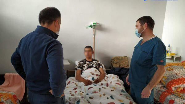 Министр здравоохранения Арсен Торосян и губернатор Гегаркуника Гнел Саносян посетили медцентры в Варденисе и Мартуни (13 октября 2020). Гегаркуник - Sputnik Армения