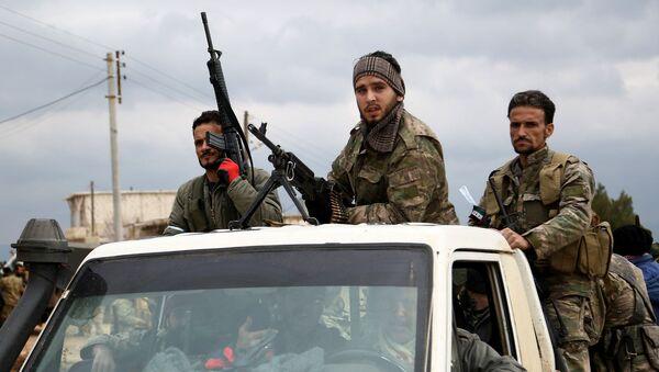 Поддерживаемые Турцией боевики сирийской оппозиции на автомобиле к северо-востоку от города Африн (21 февраля 2018). Сирия - Sputnik Армения