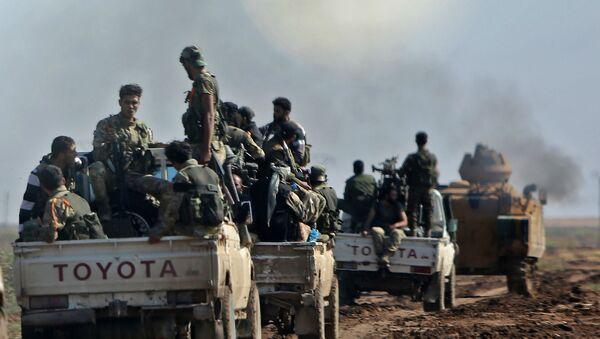 Колонна сирийских боевиков, поддерживаемых Турцией, следует за турецкой бронетехникой (30 октября 2019). Сирия - Sputnik Армения