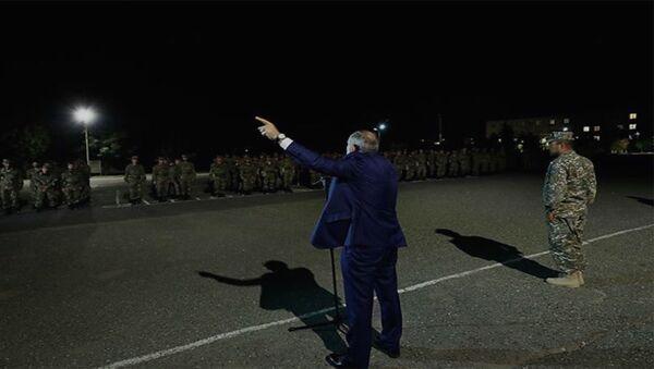 Վարչապետ Փաշինյանի ելույթը հայրենիքի պաշտպանությանը զինվորագրված գումարտակի առաջ - Sputnik Արմենիա
