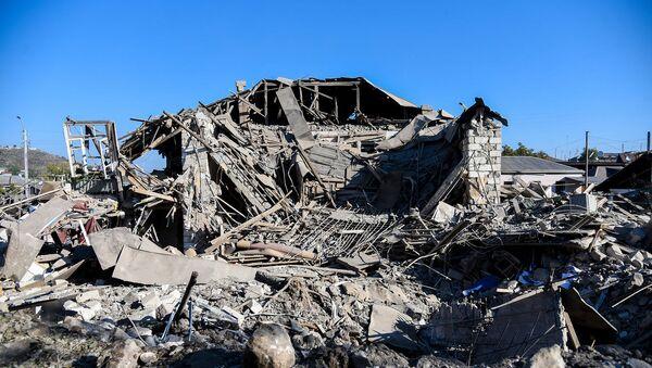 Последствия ночного ракетного обстрела Степанакерта (17 октября 2020). Карабах - Sputnik Արմենիա