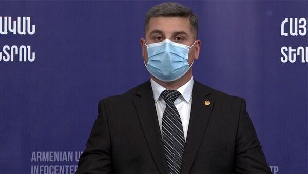 Губернатор Гегаркуника Гнел Саносян во время брифинга в Едином информационном центре (17 октября 2020). Еревaн - Sputnik Армения