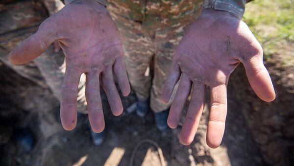 Руки солдата - Sputnik Արմենիա