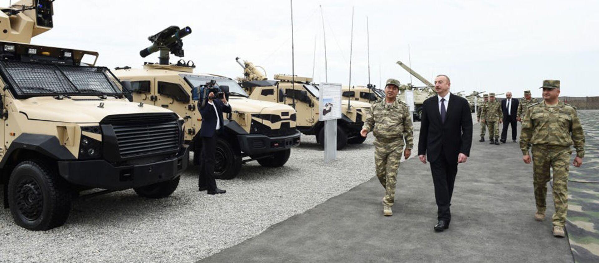 Президент Азербайджана Ильхам Алиев во время визита в военную часть (5 июня 2018). Азербайджан - Sputnik Армения, 1920, 18.10.2020