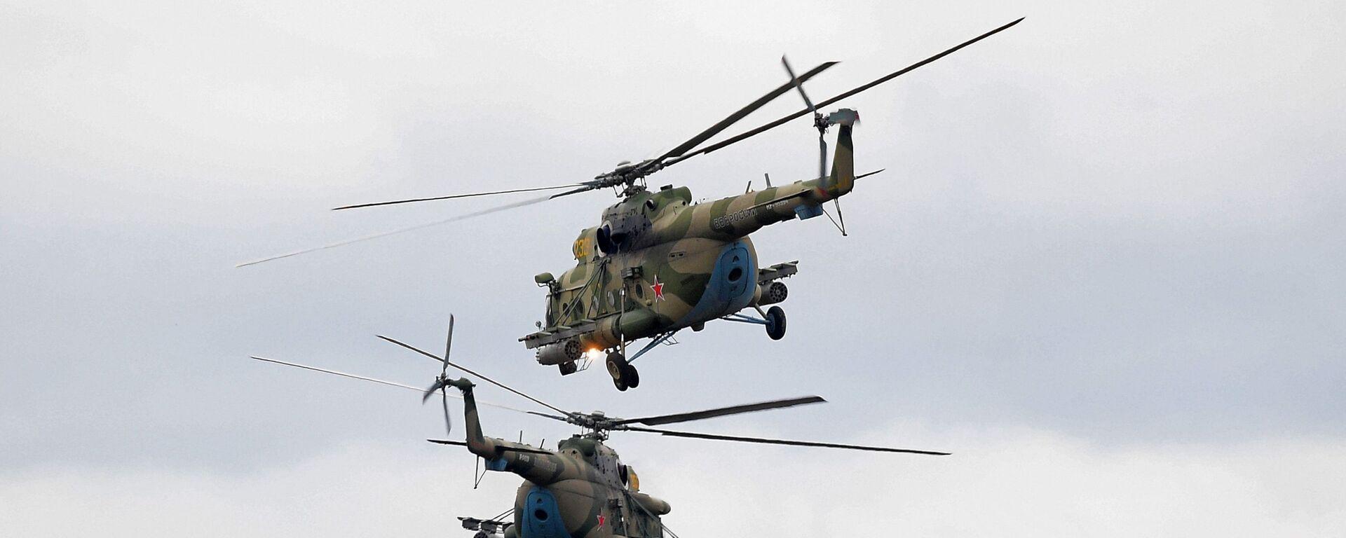 Вертолеты Ми-8 во время командно-штабных учений ОДКБ Нерушимое братство 2020 на полигоне Лосвидо под Витебском - Sputnik Армения, 1920, 22.09.2021