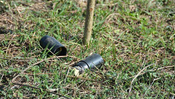 ГСЧС представила снимки разорвавшихся и неразорвавшихся снарядов запрещенных видов вооружений, примененных ВС Азербайджана в Карабахе - Sputnik Армения