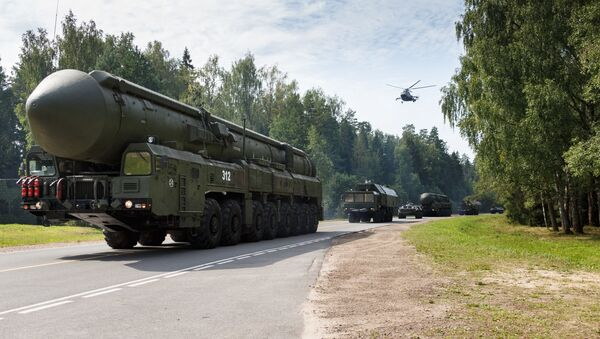 Стратегический ракетный комплекс с межконтинентальной баллистической ракетой мобильного базирования ПГРК Ярс  - Sputnik Армения