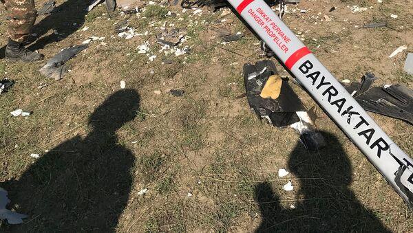 Армия Обороны Карабаха опубликовало новые кадры сбитого турецкого беспилотника Bayraktar ВС Азербайджана - Sputnik Արմենիա