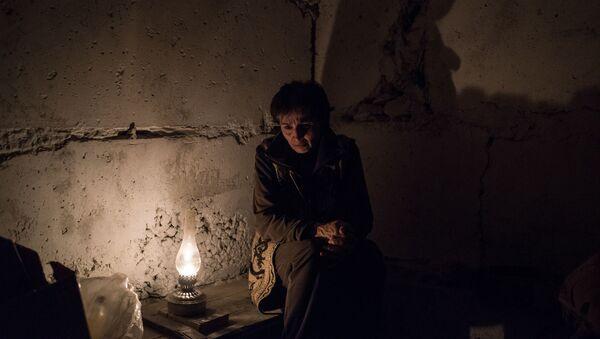 Женщина у керосиновой лампы в подвале дома из-за обстрелов Степанакерта (19 октября 2020). Карабах - Sputnik Армения