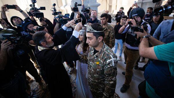 Венчание в церкви Казанчецоц в Шуши (24 октября 2020). Карабах - Sputnik Армения