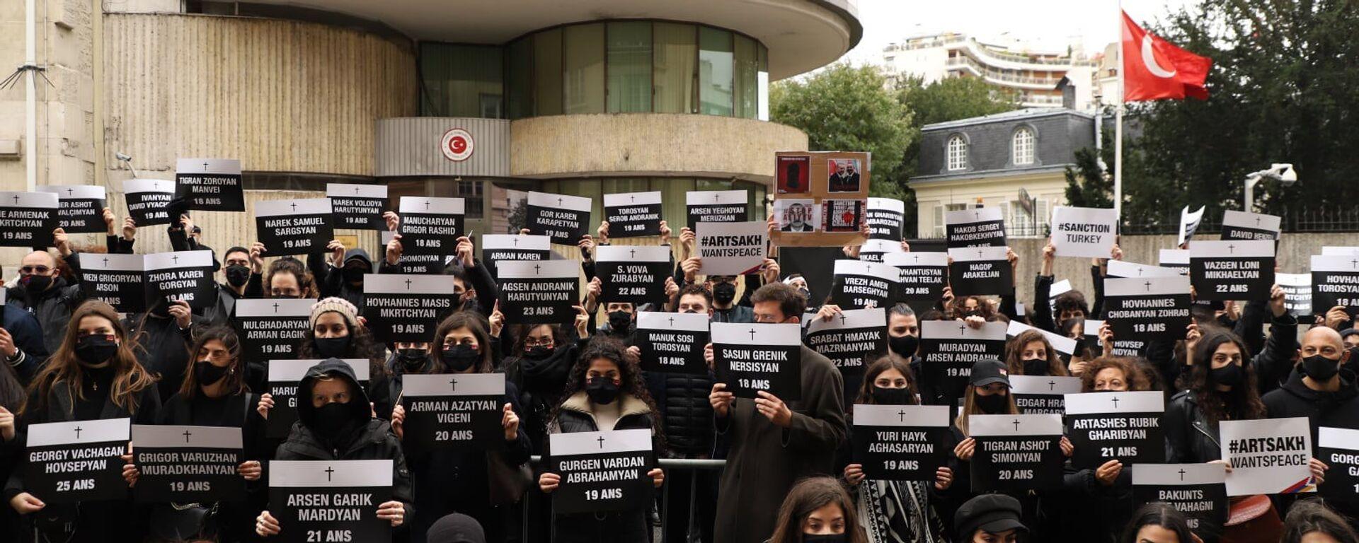 Армяне провели акцию протеста перед турецким посольством во Франции (25 октября 2020). Париж - Sputnik Армения, 1920, 25.10.2020