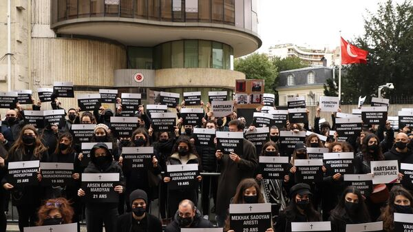 Армяне провели акцию протеста перед турецким посольством во Франции (25 октября 2020). Париж - Sputnik Армения