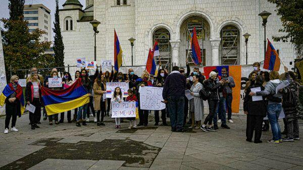 Демонстрация в поддержку Карабаха у церкви Святого Саввы (26 октября 2020). Белград - Sputnik Արմենիա