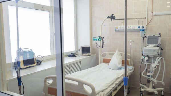 Палата интенсивной терапии для лечения больных коронавирусом в инфекционном отделении госпиталя - Sputnik Արմենիա