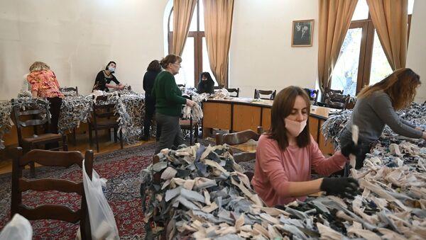 Маскировочные сетки для армянских солдат: женщины не сидят без дела - Sputnik Армения