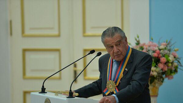 Эдуардо Эрнекян на торжественной церемонии присуждения высшего звания Национальный герой Армении (12 октября 2017). Еревaн - Sputnik Արմենիա