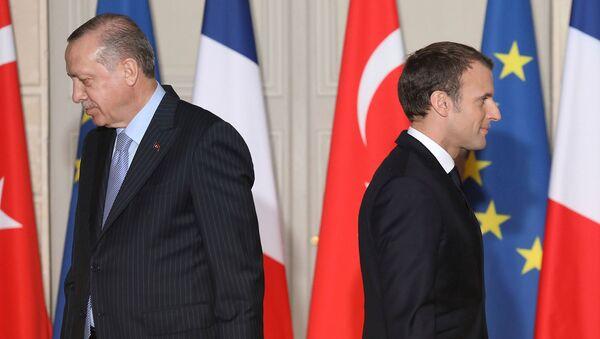 Президенты Франции и Турции Эммануэль Макрон и Реджеп Эрдоган перед началом совместной пресс-конференции (5 января 2018). Париж - Sputnik Արմենիա